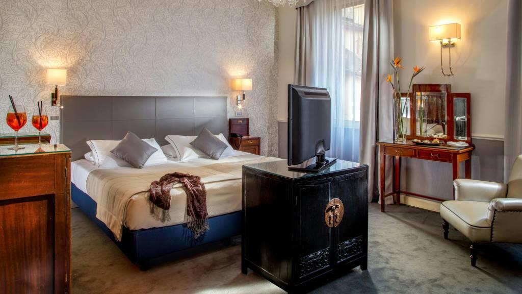 Hotel-Alexandra-Rome-room-16