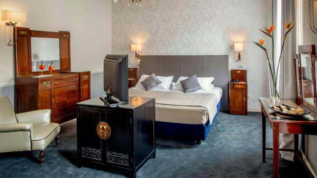 Hotel-Alexandra-Rome-room-17