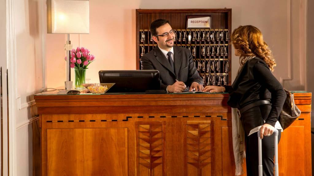 Hotel-Alexandra-Rome-reception-01