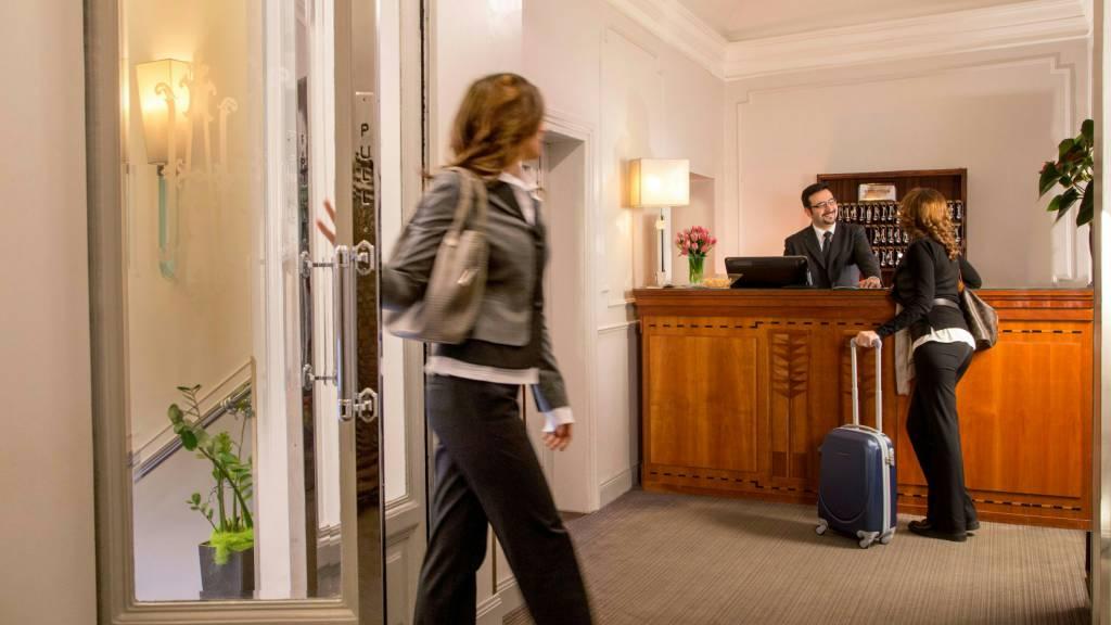 Hotel-Alexandra-Rome-reception-14