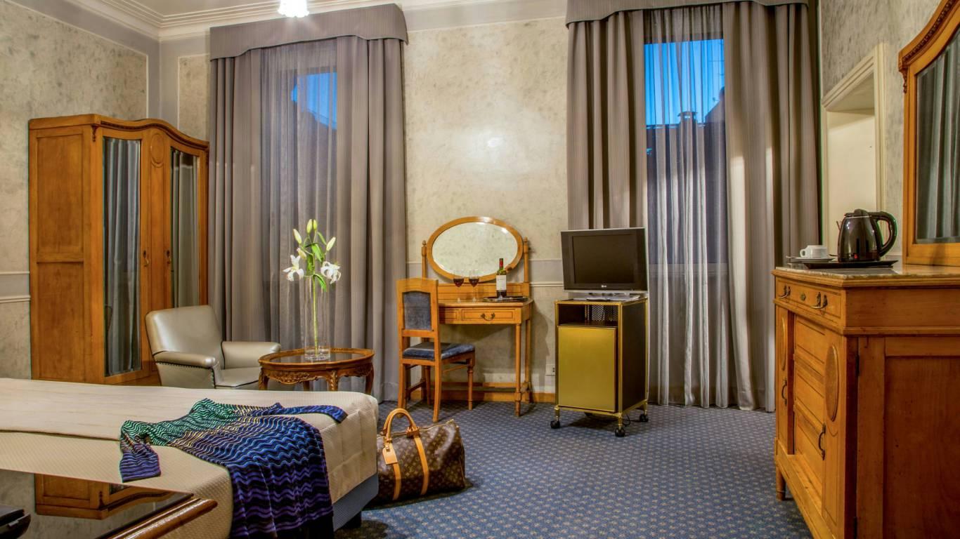Hotel-Alexandra-Rome-room-13