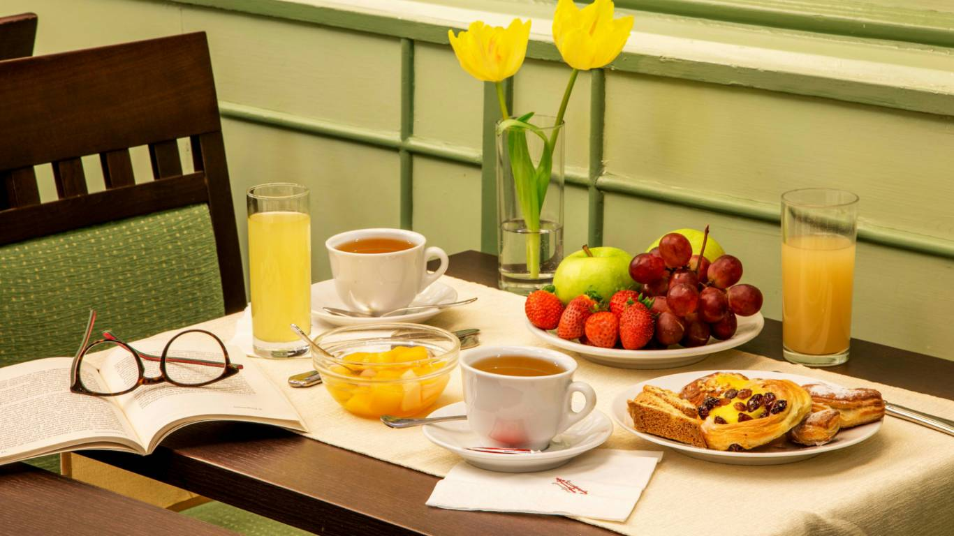 Hotel-Alexandra-Rome-breakfast-room-03