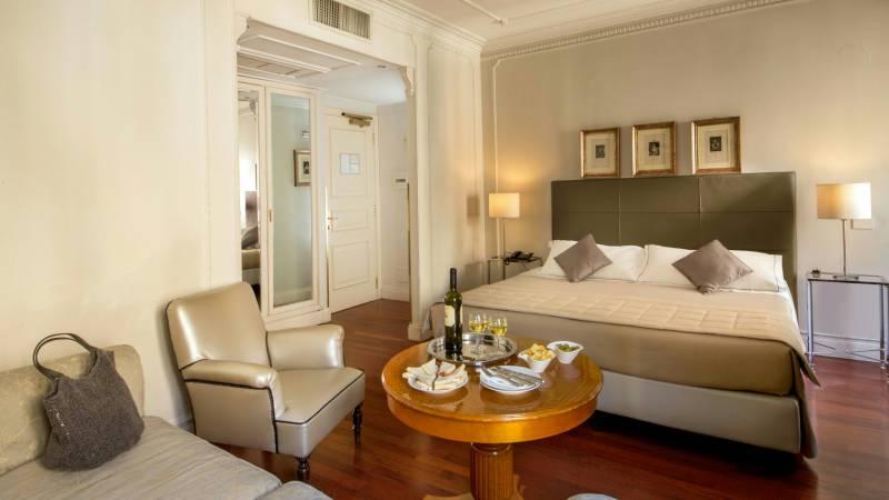 Hotel-Alexandra-Rome-room-03