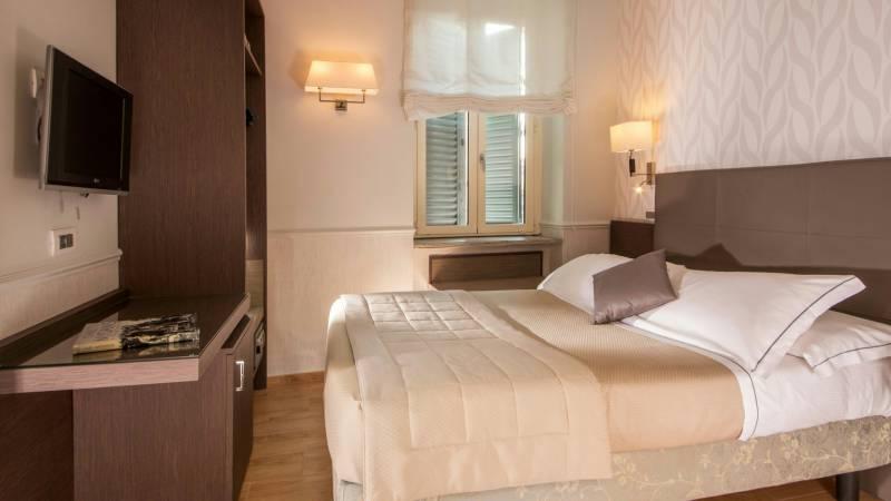 Hotel-Alexandra-Rome-room-19