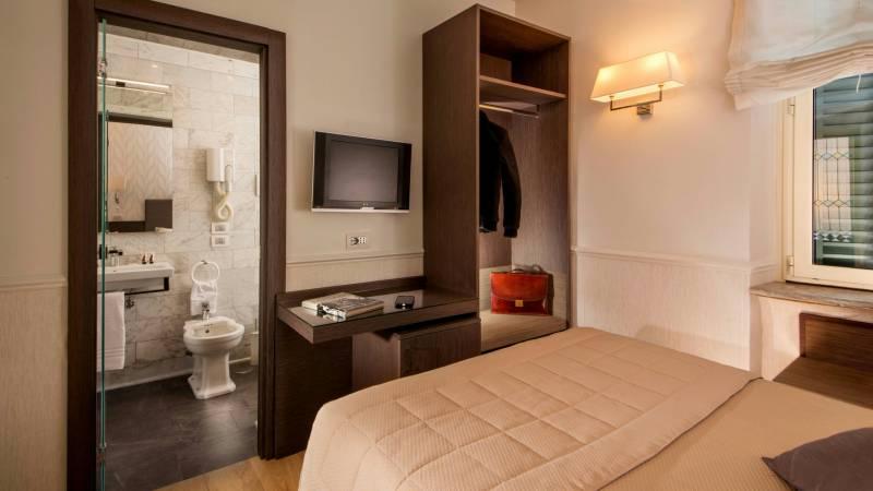 Hotel-Alexandra-Rome-room-20