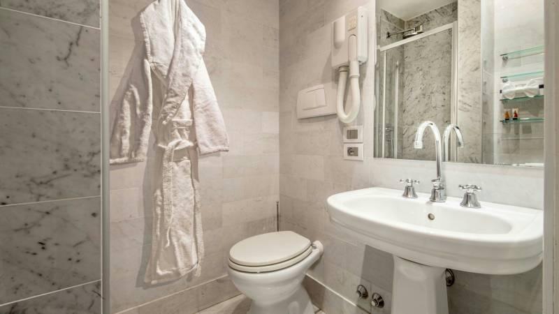 Hotel-Alexandra-Rome-room-22