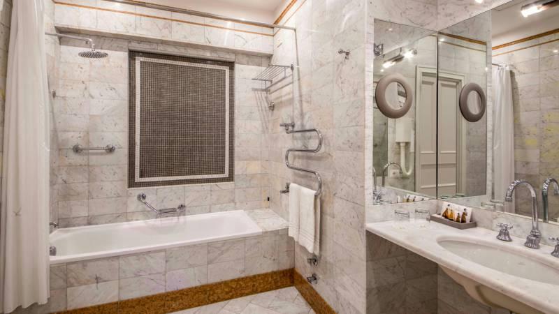 Hotel-Alexandra-Rome-room-24