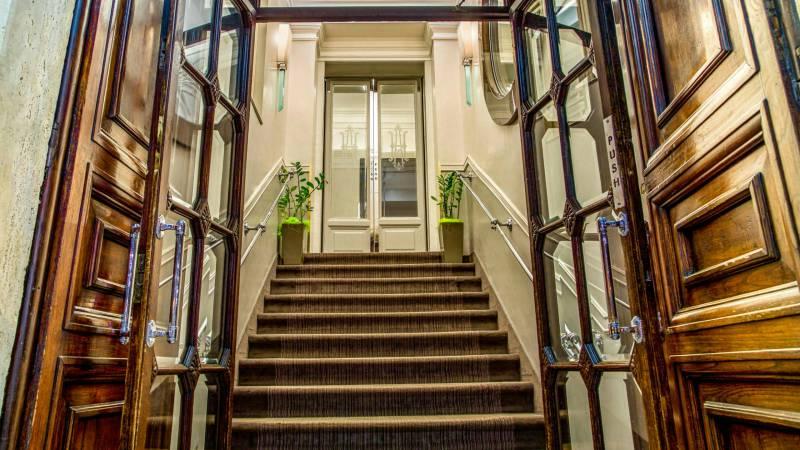 Hotel-Alexandra-Rome-entrance-04